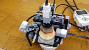 レゴでプッチンプリンをプッチンする機械を作ってみた。